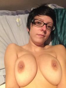 dicke titten und brille nackt selfie foto
