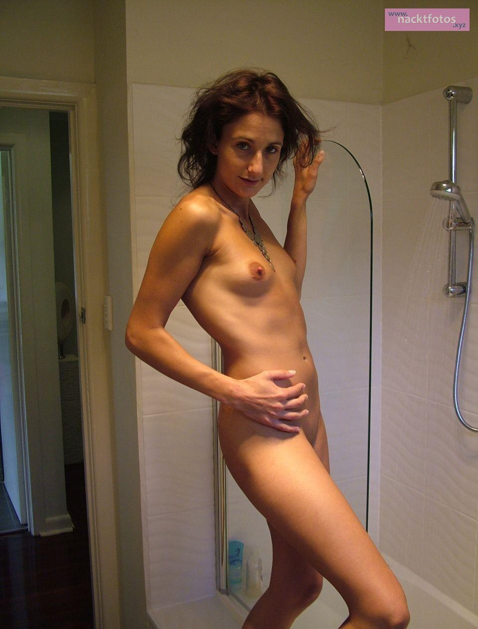 Amateur nude upskirt