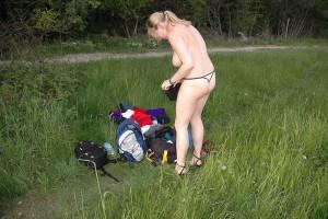 outdoor nude in public im freien nacktfoto von meiner frau - sie mag es sich oeffentlich zu zeigen 09