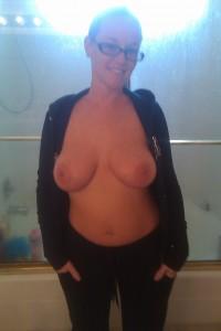 privates titten foto meine frau zeigt euch ihre dicken moepse
