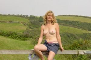 milf exposed in public titten raus nacktfoto im freien