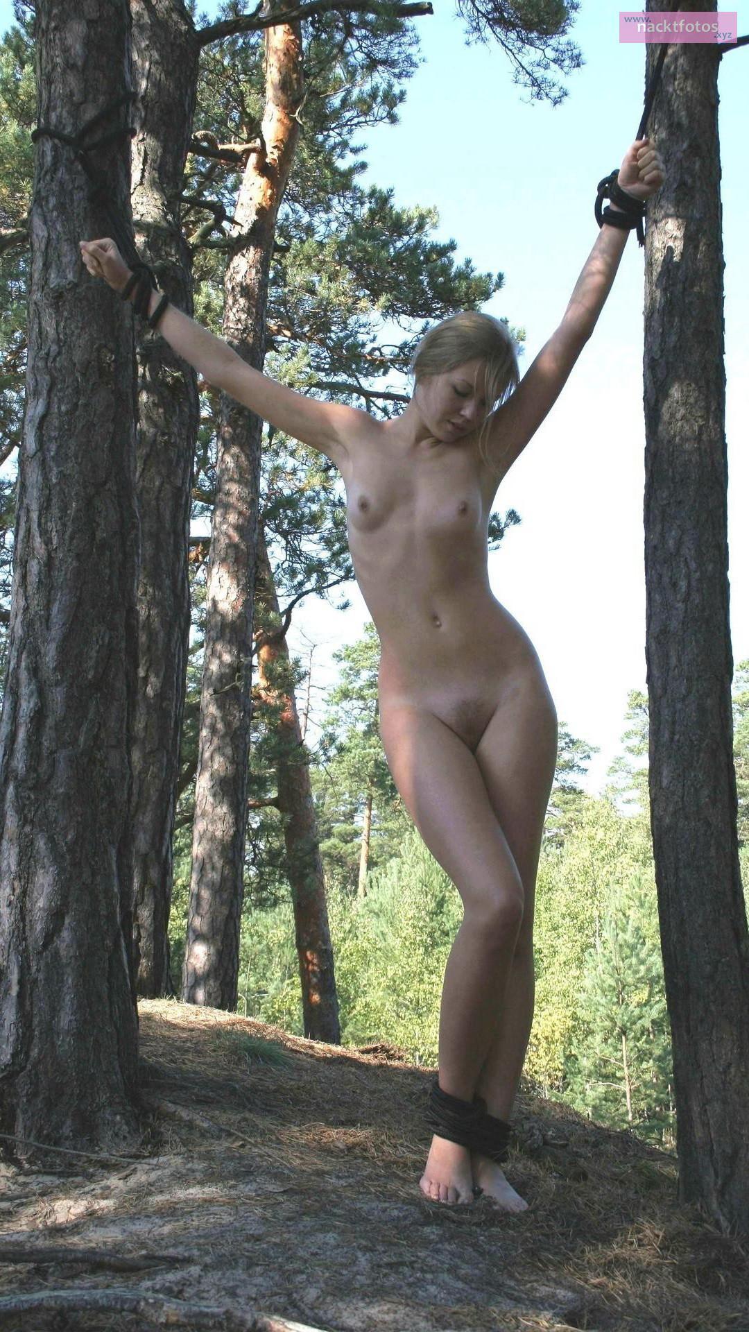 Gefesselt Nackt