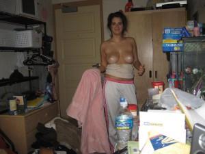 exfreundin nacktfoto sexy busen eingeoelt