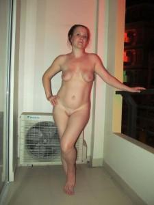 nackt urlaubsfoto freundin corinna auf dem balkon
