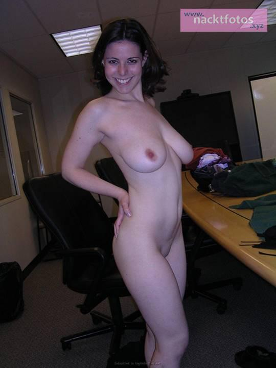 Women Nude At Work 9