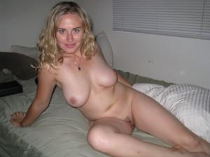 sexy amateur nacktfoto ehefrau blond nackt auf dem bett