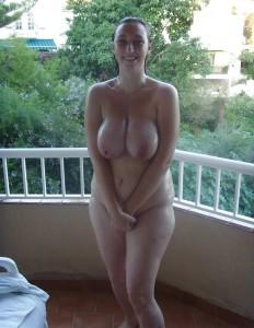 schuechtern exhibitionistisch draussen nackt