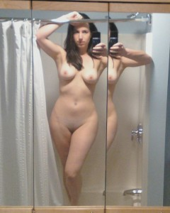 spiegel selfie selbst nackt fotografiert
