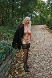 milf nackt outdoor flashing