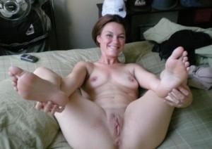 geile sexy milf ehefrau beine breit privates nacktfoto