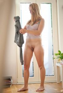 nacktfoto amateur unten ohne hose aus
