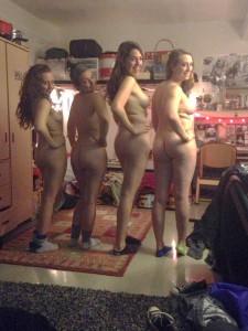 vier geile freundinnen teenies zeigen ihre aersche