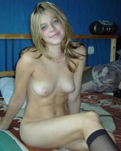 eine huebsche blonde freundin nackt in nylons