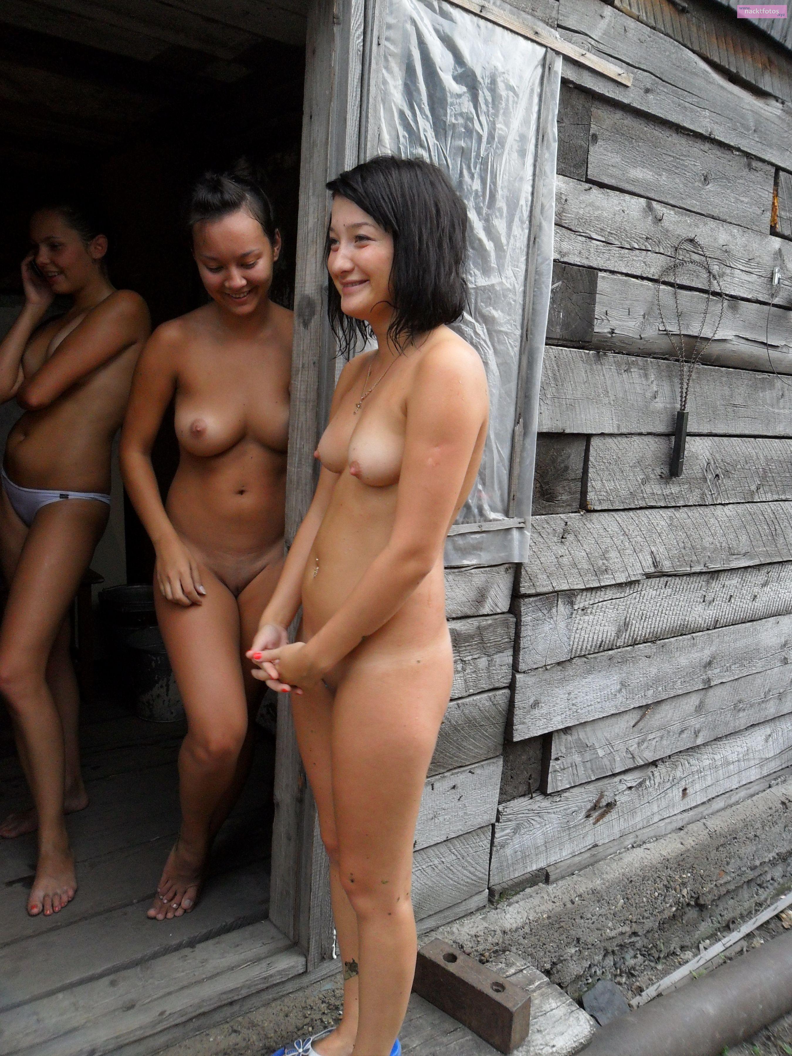 Freundinnen nackte Viel nackte