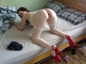 geile lustsau in roten high heels