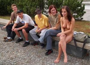nackt draussen in public oeffentlich nude walk