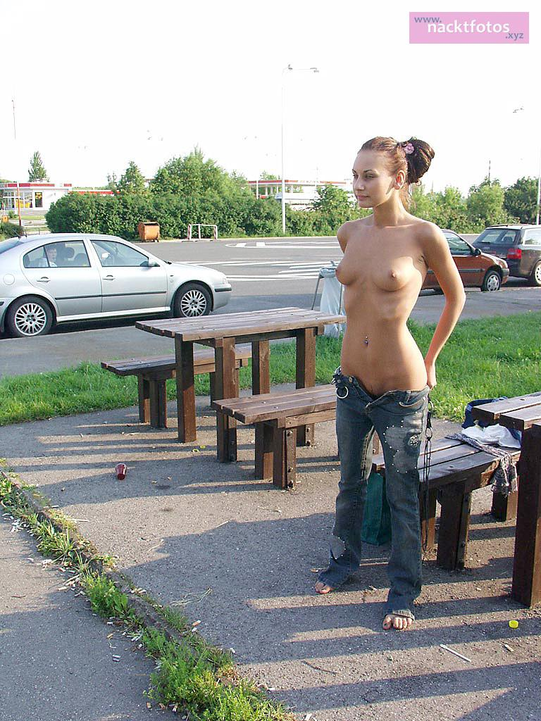 Draußen nackt selfies Nackt in