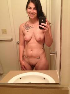 tattoo schlampe mit haengetitten