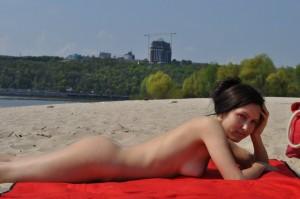 ehefrau nackt am strand