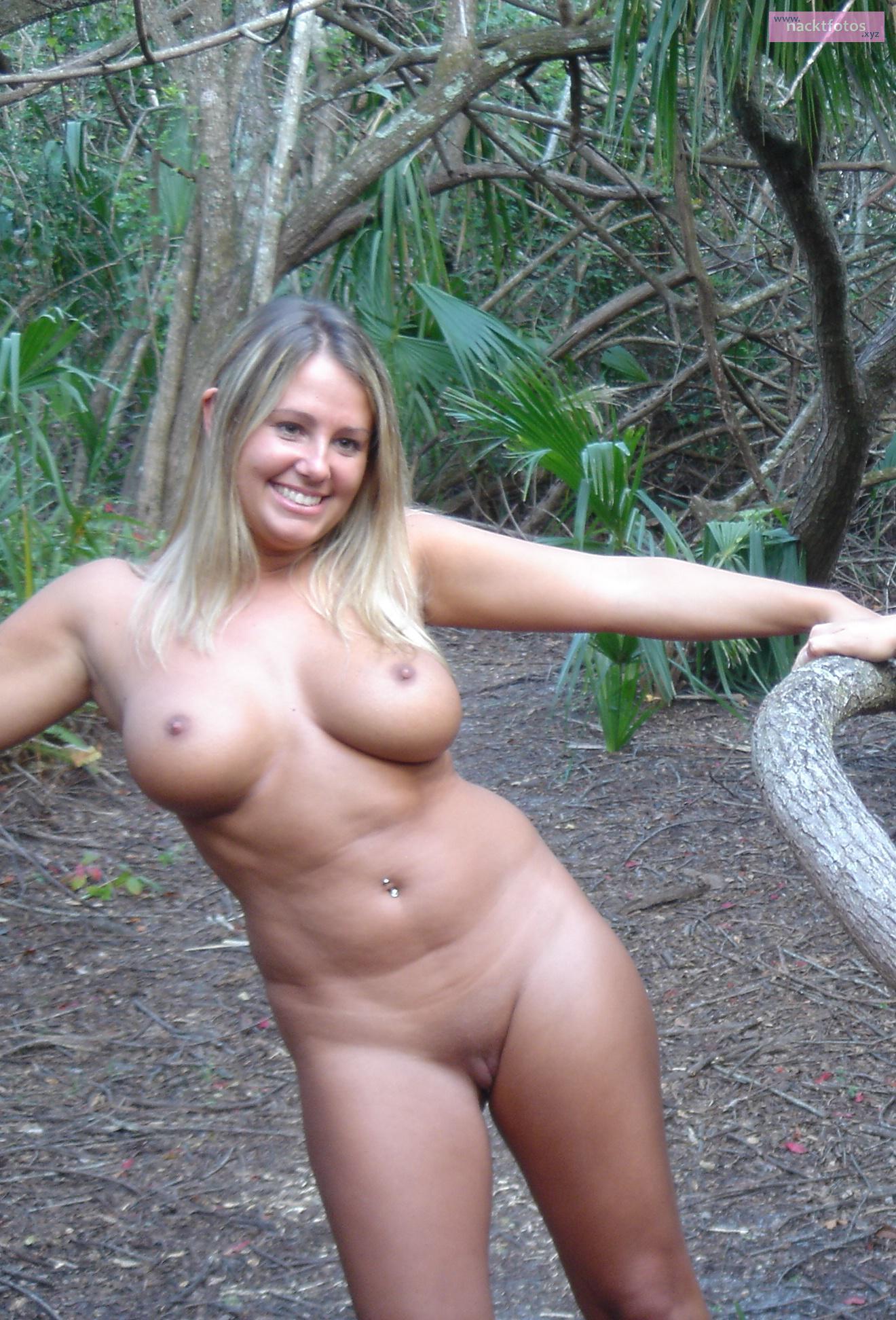 Nackte Paare Im Wald