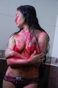 meine freundin nur im slip auf dem holi festival mit farbe eingesaut 3