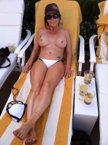 milf ehefrau im urlaub nackt in der sonne