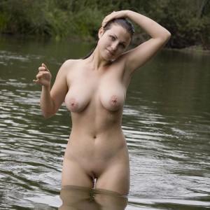 nackt im see baden