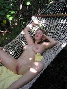 nackt in der haengematte milf