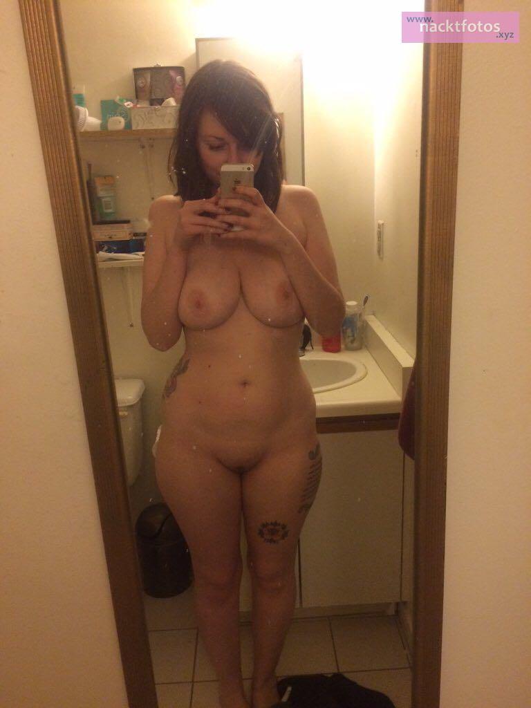 Nackt selfies frauen Private Sex